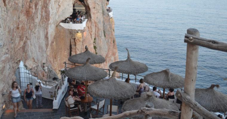 Cova d'en Xoroi: The hottest spot in Menorca?